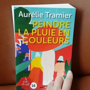 RECEPTION DU JOUR: PEINDRE LA PLUIE EN COULEURS est maintenant disponible chez @Avuedoeil en grands caractères !